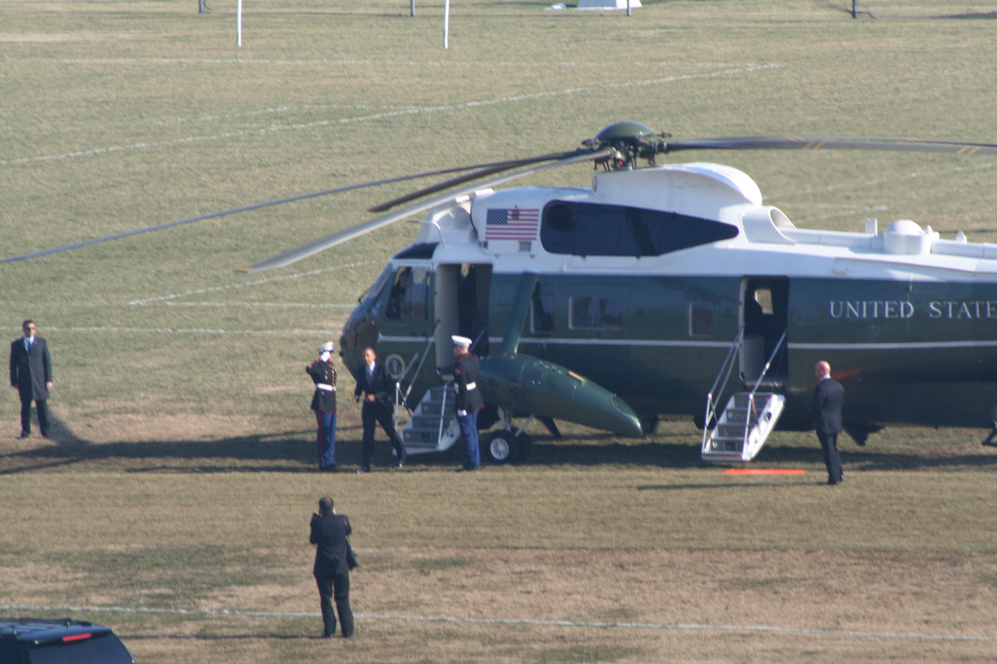 President Obama steps off Marine One at the Naval Academy